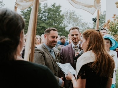 Rabbi Rubin officiates a wedding